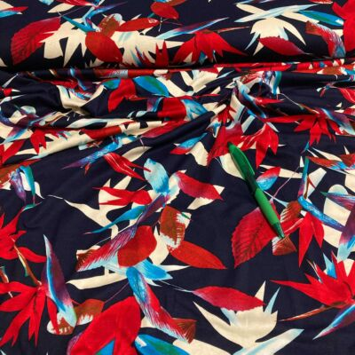 sötétkék alapon piros virág mintás viszkóz dzsörzé