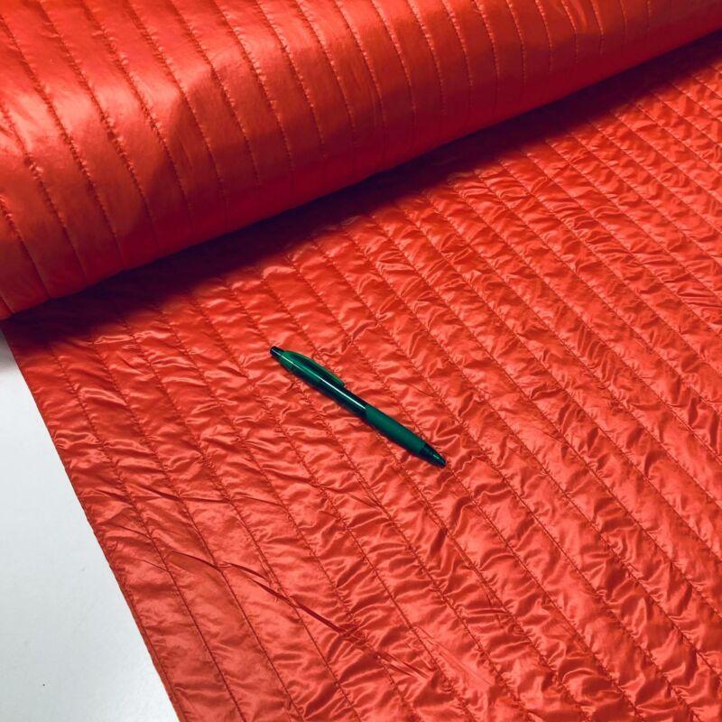 korall piros színű kétoldalt steppelt anyag