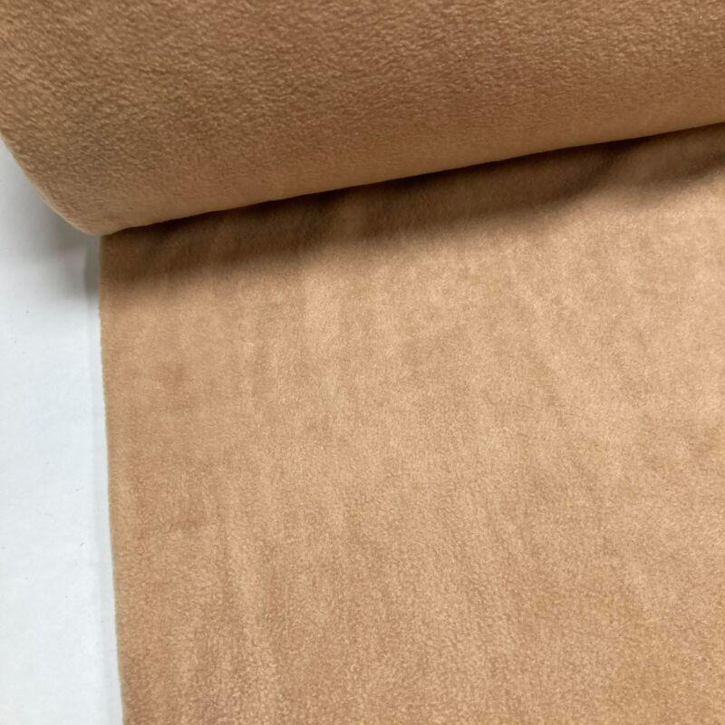 mogyoró színű polár anyag