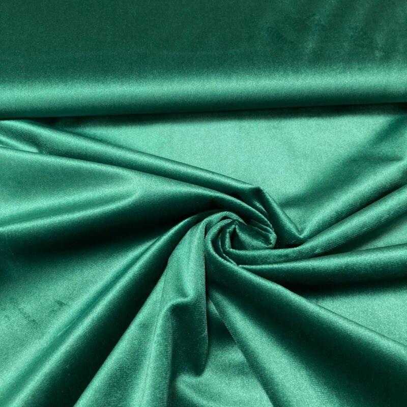 sötétzöld színű bársonyfüggöny