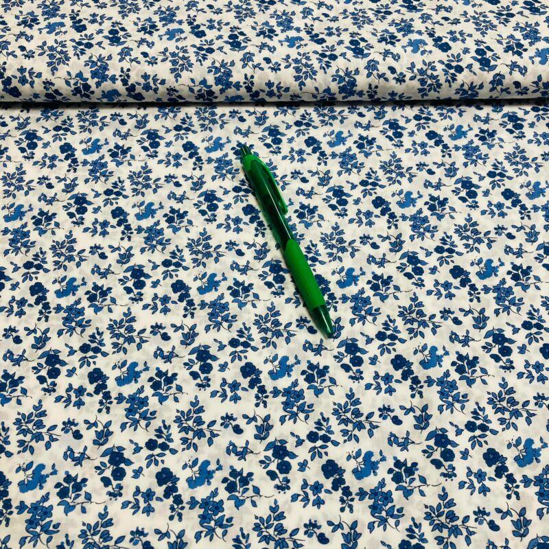 fehér alapon kék virág mintás puplin (nem sztreccs)