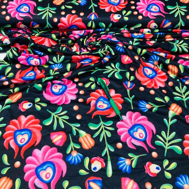 fekete alapon kalocsai mintás viszkóz pólóanyag