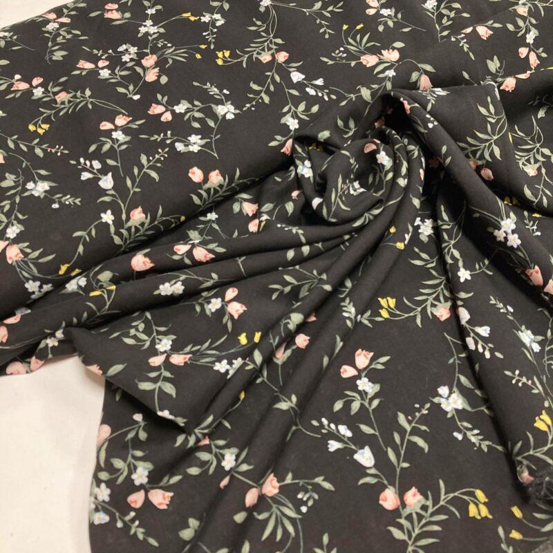 fekete alapon apró virág mintás flokon
