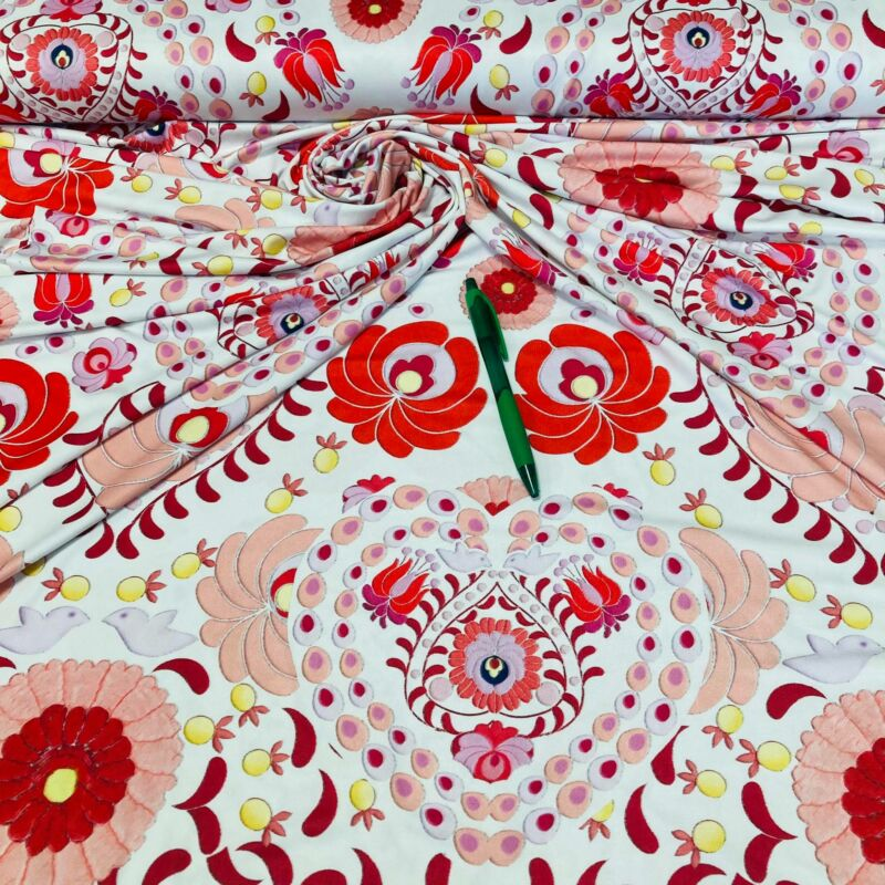 piros-fehér-púder színű jégdzsörzé